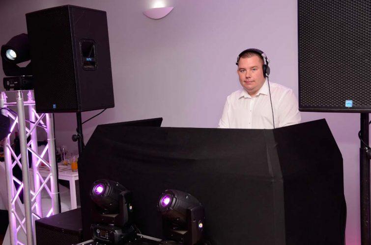 DJ Na Wesele Oleśnica, DJ Weselny Oleśnica, Oprawa Muzyczna na wesele Oleśnica, muzyka na wesele Oleśnica, Hotel Garden Oleśnica, Restauracja Magnolia Oleśnica, Wesele Oleśnica, Wodzirej Oleśnica, DJ Raf-Party